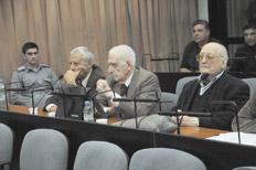 Reynaldo Bignone y Santiago Riveros son juzgados por delitos en el Hospital Militar.