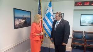 La viceministra de Defensa de EE.UU., Christine Wormuth, se reunió con el ministro de Defensa griego, Panos Kamenos. | Foto: RT