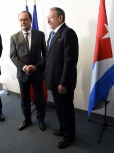 El presidente francés, François Hollande y su homólogo cubano, Raúl Castro. Foto: Estudios Revolución.