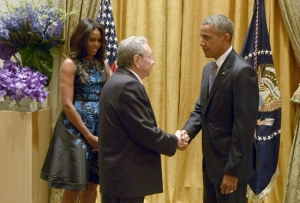 El presidente cubano, Raúl Castro, junto al presidente Barack Obama y la primera dama, Michelle Obama. Foto: Estudios Revolución. Foto: Estudios Revolución.