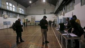 Los resultados de los primeros sondeos se conocerán a las 20H00 GMT, una hora después del cierre de puertas. | Foto: Reuters