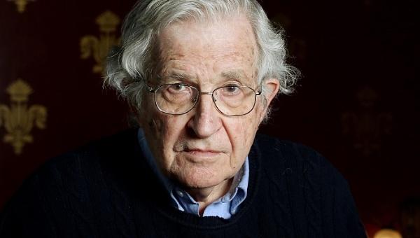 Chomsky ha sido crítico con las políticas neoliberales que promueve Estados Unidos | Foto: EFE