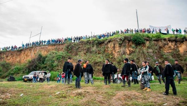 La represión contra la Minga Agraria, en Colombia, ya dejó tres muertos y cientos de heridos a solo cinco días de su inicio. | Foto: Camilo Ara