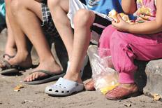 Una familia tipo necesitaba en junio 12.708 pesos para no ser considerada pobre, según datos oficiales.