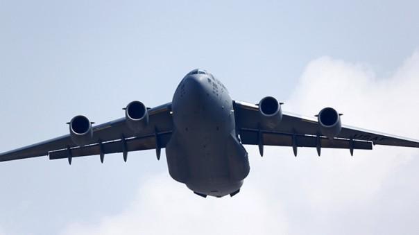Un avión de carga Boeing C-17 estadounidenseMurad SezerReuters
