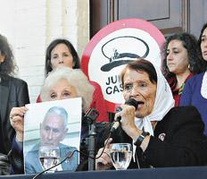 """""""Como cantaban los Hijos en los 90, donde no hay justicia, habrá escrache"""", gritó Taty Almeida."""