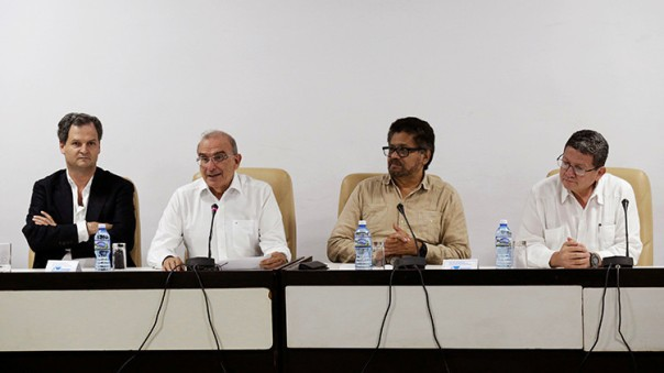 Miembros de la comisión de negociación reunidos en Cuba el pasado mes de octubre. De izquierda a derecha: Sergio Jaramillo, Humberto de la Calle, Iván Márquez y Pablo Catatumbo.Reuters