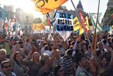La concentración en Plaza de Mayo unió a varios sindicatos y organizaciones sociales y políticas.