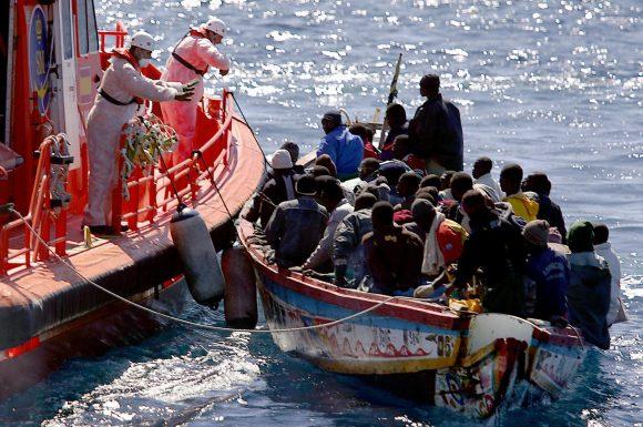 Rescate-de-migrantes-en-el-Mediterráneo-580x385