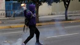 Resultado de imagen para Menor de edad entrenado por grupos violentos revela qué hay detrás de las protestas en #Venezuela