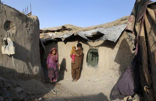 tres_nixos_afganos_viven_en_un_campo_para_desplazados_internos_en_las_afueras_de_kabulx_afganistxn__efe.jpg_1718483347
